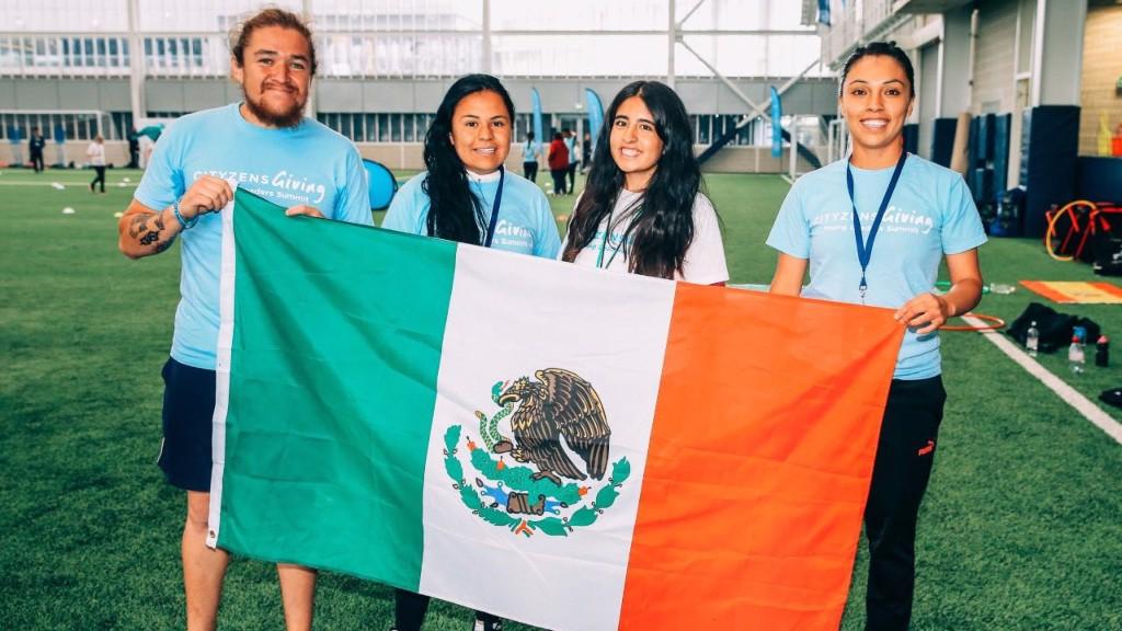 LÍDERES. Algunos de los jóvenes venidos a Manchester desde México.