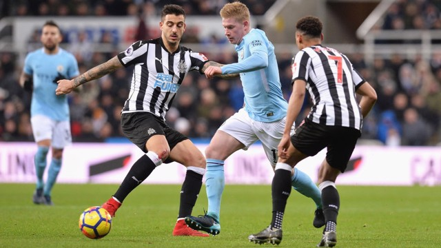 SURROUNDED: Kevin De Bruyne negotiates his way past Newcastle's Jacob Murphy and Joselu.