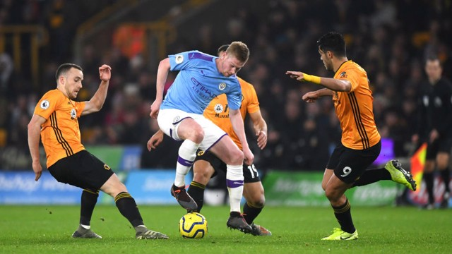 TWINKLE TOES: Silky skills from Kevin De Bruyne when under pressure